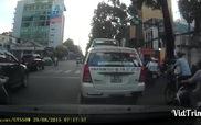 TP.HCM: 2 tên cướp liều lĩnh giật phăng túi xách của cô gái đi xe Ga