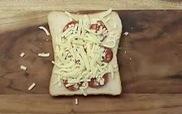 Tăng cân vù vù với bánh mì sandwich kẹp ăn kiểu pizza