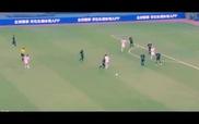 Ronaldo chuyền bóng bằng gót không cần nhìn