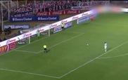 """Sút Panenka thảm họa, cầu thủ bị thủ môn """"làm nhục"""""""