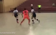 Chế giễu đối phương, nữ cầu thủ bị sút thẳng vào mặt