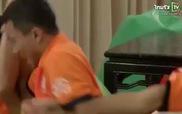 Tuyển thủ Thái Lan đè nhau ra ghế ăn mừng Việt Nam bị thổi phạt đền
