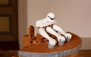 """""""Ảo tung chảo"""" màn thách đố người chơi với chàng Robot 3 tay"""
