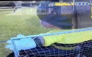 """Messi đánh bại """"thủ môn robot"""" khổng lồ"""