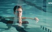 Nhà vật lý thí nghiệm tự bắn mình dưới nước
