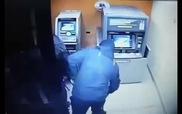Nhóm trộm phối hợp lấy tiền trong máy ATM chỉ trong 59 giây