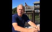 Cựu tổng thống Bush dội nước đá, thách thức ông Clinton