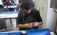 Thanh niên bịt mắt giải Rubik trong... chưa đầy 30 giây