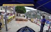 Đua xe mô-tô địa hình cực gay cấn trong thành phố