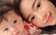 Bé Cadie cực đáng yêu bên mẹ Elly Trần