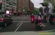 Suýt chết vì xe tải đi lùi không không kiểm soát tại giao lộ