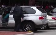 Cố lái xe bỏ chạy mặc dù bánh xe bị khóa càng