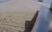 Vẽ tranh trên bãi cát bằng... robot
