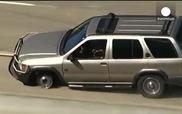 Cảnh sát Mỹ bắn thủng lốp quái xế trên xa lộ như phim hành động