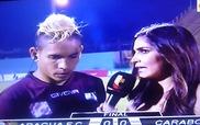 Cầu thủ bị song phi đau đớn ngay khi đang phỏng vấn truyền hình