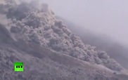 Indonesia: Núi lửa lại phun trào tạo ra cảnh tượng như ngày tận thế