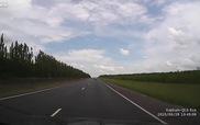 Ô-tô con vượt ẩu gây tai nạn liên hoàn kinh dị trên xa lộ