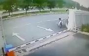 Trộm ôtô bị xe tải húc nát