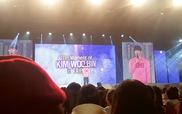 Kim Woo Bin thoa son môi, diện áo hồng nữ tính giao lưu với fan