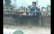 Lũ lụt dữ dội cuốn trôi cả tòa nhà 3 tầng
