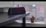 Không còn ngủ nướng với chiếc đồng hồ báo thức giật điện khổ chủ