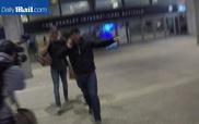 Miley Cyrus tay trong tay Liam Hemsworth, che mặt khỏi ống kính máy ảnh