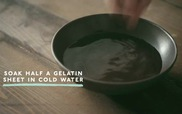 Thưởng thức mousse chocolate trắng mềm mượt tuyệt hảo