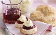 Thưởng thức tiệc trà Anh đúng điệu với bánh scones lừng danh