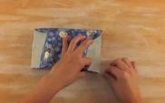 Mẹo gói quà kiểu đuôi công tận dụng giấy thừa hiệu quả