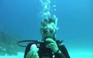Ngỡ ngàng trước thí nghiệm thú vị - đập trứng dưới biển sâu