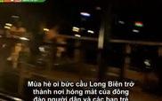"""Clip: Giới trẻ Hà Nội đang khiến cầu Long Biên """"oằn mình"""" vì... quá tải"""