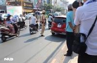 TPHCM: Người dân vây bắt nữ tài xế gây tai nạn rồi bỏ chạy