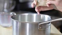 Học làm panna cotta phủ sốt dâu tây béo ngậy tuyệt ngon