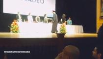 Sinh viên tung người ăn mừng kiểu Ronaldo