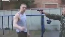 Lính Nga chặn súng bằng tay không