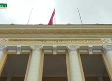 Bị chê màu sặc sỡ, Nhà hát lớn Hà Nội sơn lại màu cũ
