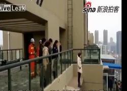 Thót tim với màn giải cứu thiếu nữ có ý định tự tử ở tầng 18
