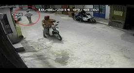 Trộm xe Vespa nhanh như chớp