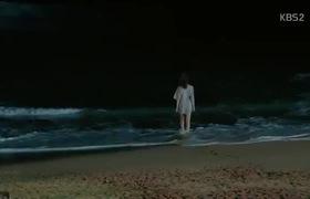 The Future Choice (Marry Him If You Dare) tập 1: Jung Yong Hwa ngượng ngùng khi thấy Yoon Eun Hye... cởi áo