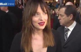 """Dakota Johnson chia sẻ về cảnh """"nóng"""" trong """"50 sắc thái"""""""