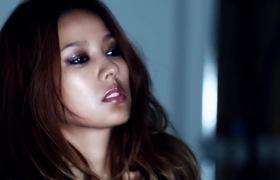 """""""Biểu tượng gợi cảm"""" xứ Hàn Lee Hyori khoe dáng chuẩn tại hậu trường chụp ảnh"""