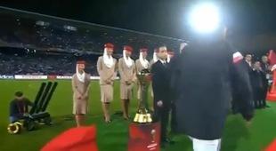 Ronaldo suýt quên bắt tay Thái tử Ma-rốc