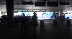 Taylor Swift đến sân bay chuẩn bị sang Nhật Bản