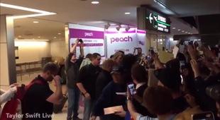 Cảnh tượng huyên náo khi Taylor Swift đặt chân đến Nhật