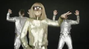 Clip hậu trường cho phân đoạn Taylor Swift nhảy kiểu robot