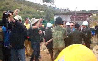 Giây phút đưa 12 nạn nhân ra khỏi hầm sập