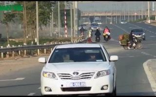 Hàng trăm người dân tháo chạy trên đại lộ nghìn tỷ