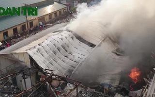 Cháy dữ dội tại nhà xưởng sát đường Giải Phóng