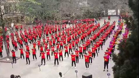 Màn đồng diễn thể dục của học sinh trường THPT Ba Vì