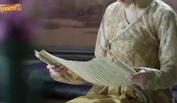 """""""Tam sinh tam thế Thập lý đào hoa"""": Cảnh phim Đông Hoa ân cần chăm sóc Phượng Cửu"""